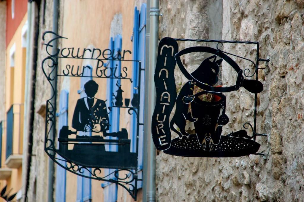fortifies village signs