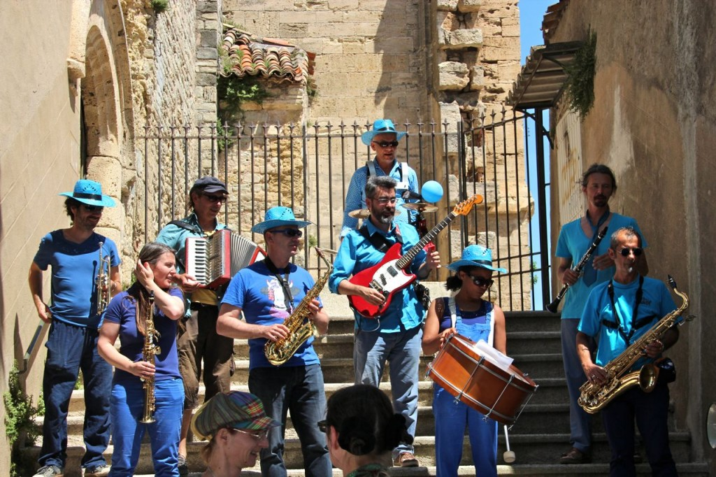 With so much energy the band leaded us around Capestang to all the events
