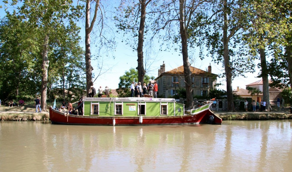 tours on the post office canal boat for free