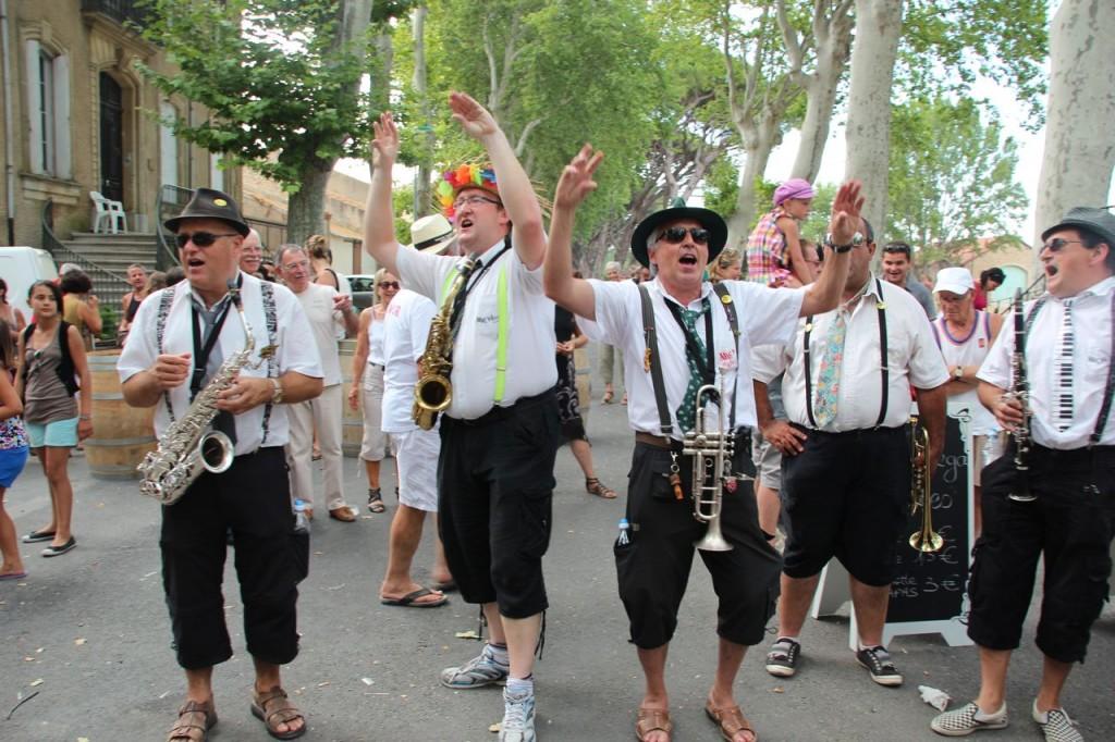 Street folk band
