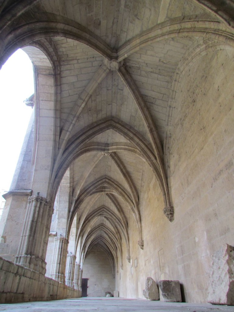 Saint Nazaire church Beziers courtyard