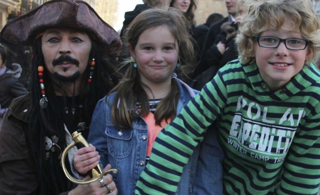 The kids meet Jack Sparrow in Narbonne during Christmas markets