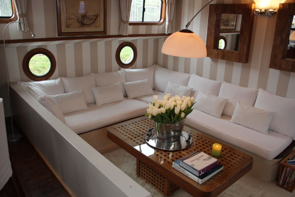 Esperance Luxury Barge