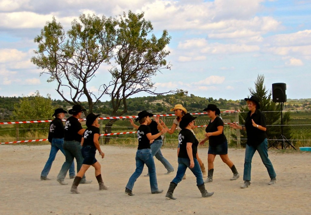 line dancing at La Fount Del Bosc
