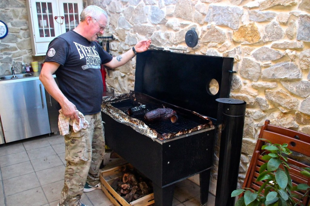 Slow cooking meat smoker