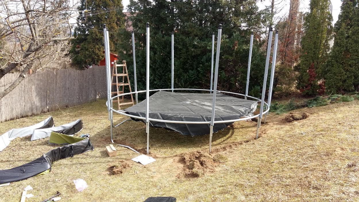 trampoline Solymar LivEnglish